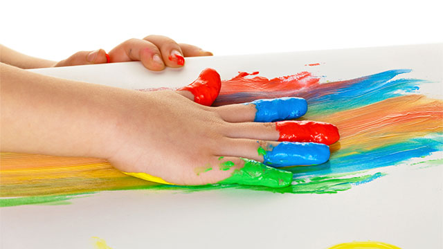 play therapy finger painting