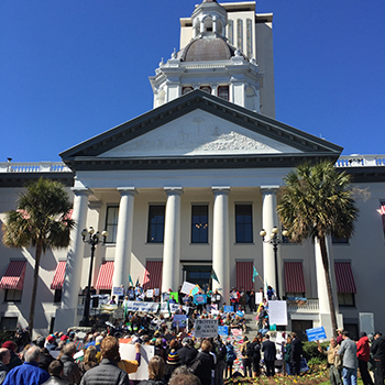 Support rally at the old capitol building